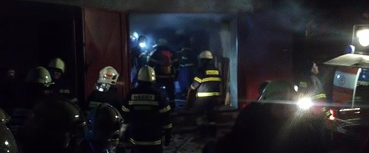 Požár skladovacích prostor ve Svratce