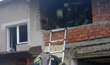 Požár střechy garáže ve Svratouchu