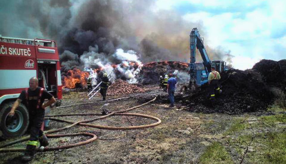 Požár skládky pneumatik a jiného nebezpečného odpadu – Bor u Skutče (6.-12.6.2011)