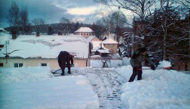 Odstranění sněhu ze střech