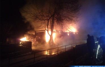 Požár roubené chalupy v obci Krouna