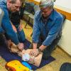 Školení členů jednotky v používání AED